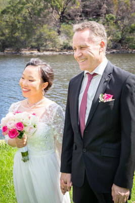 Beautiful wedding ceremony in Davidson Park, Sydney with Marriage Celebrant from Simple Ceremonies